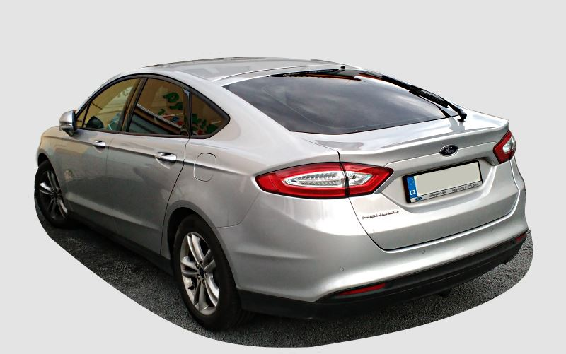 ford-mondeo-2016-back-view.jpg