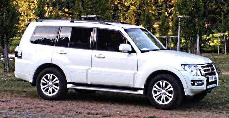 mitsubishi-pajero-fourth-generation-2006-side.jpg