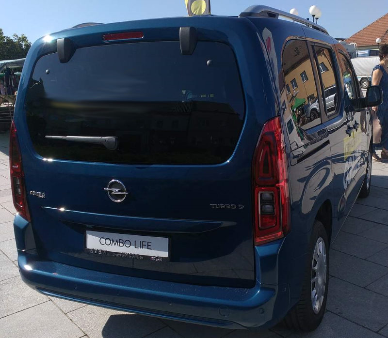 opel-combo-life-back-view.jpg