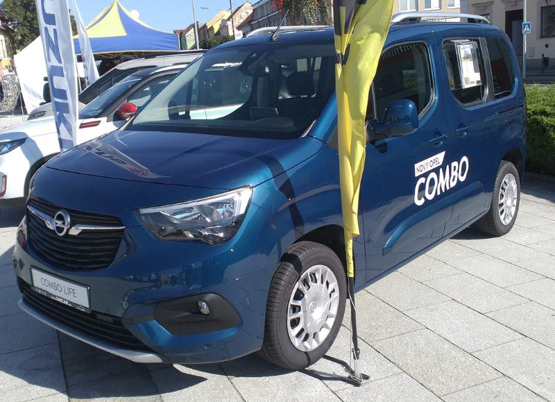 opel-combo-life-front-view.jpg