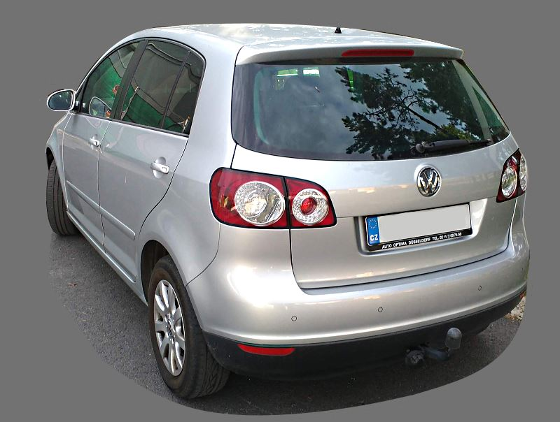 volkswagen-polo-2014-back-view.jpg