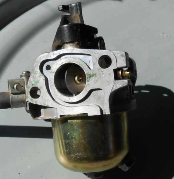 honda-gxv-karburator-detail-od-valce-9.jpg