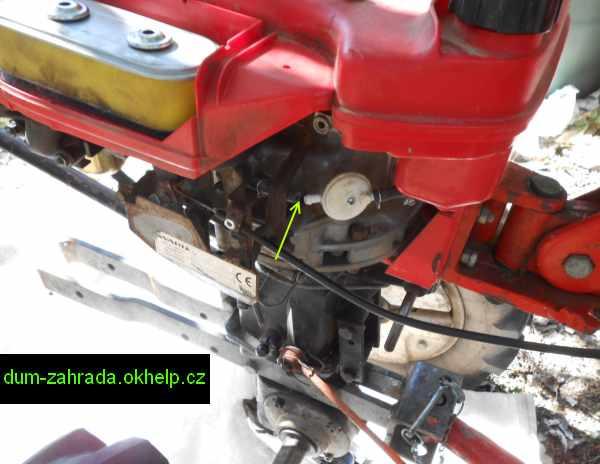 honda-gxv-rozpojeni-palivove-hadicky-u-filtru-paliva-4.jpg