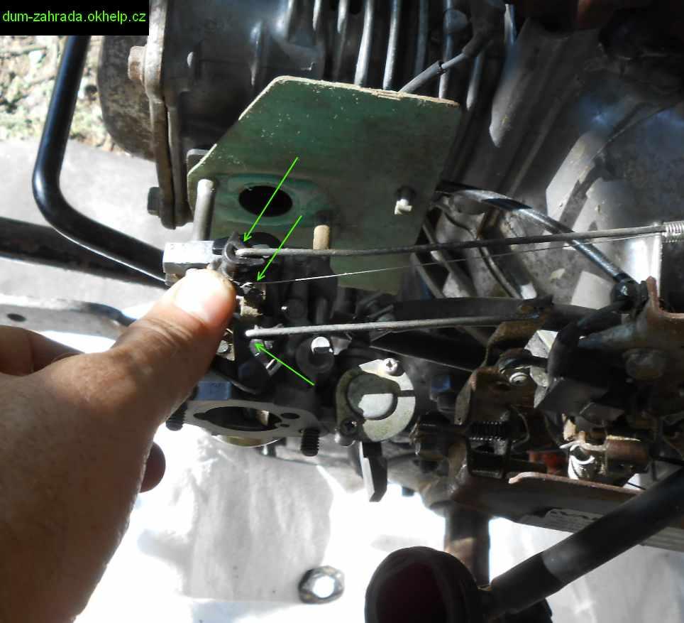 honda-gxv-vysunuti-karburatoru-demontaz-tahel-7.jpg
