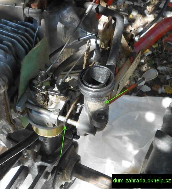 honda-gxv-vysunuti-saciho-kolena-a-tesneni-karburatoru-6.jpg