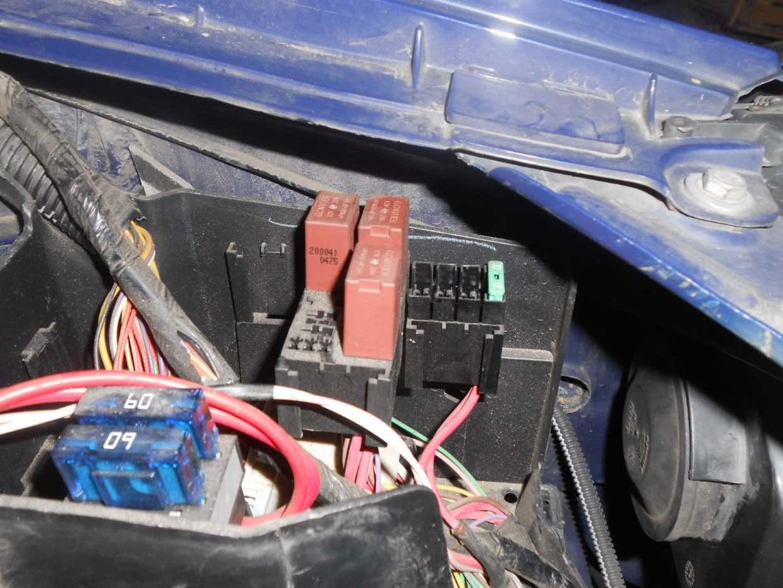 renault-thalia-rele-vedle-baterie.jpg